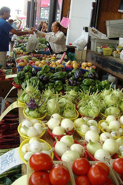 St. Paul, MN Farmers Market (Photo by Amy Mingo, Wikimedia Commons).